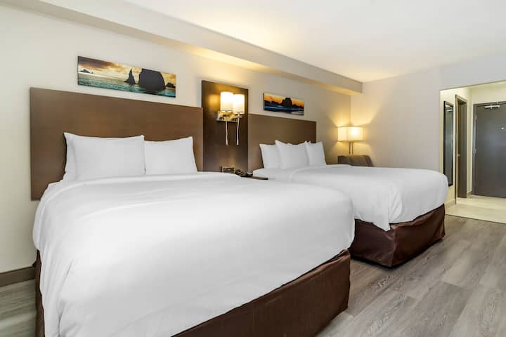 $3.3 Million Newly Renovated Pacific Hotel-Queen#1