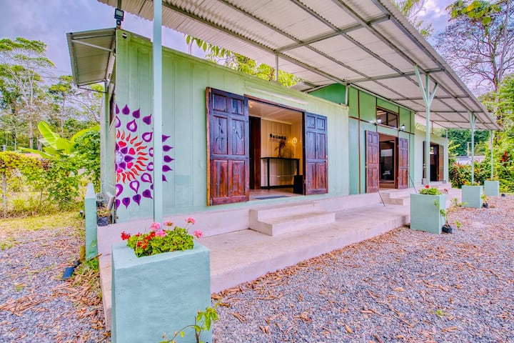 New Home-Very Fast Wifi- Casita Tranquilla