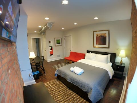 #21 Private Room w/Desk +TV on Carson St, Pitt