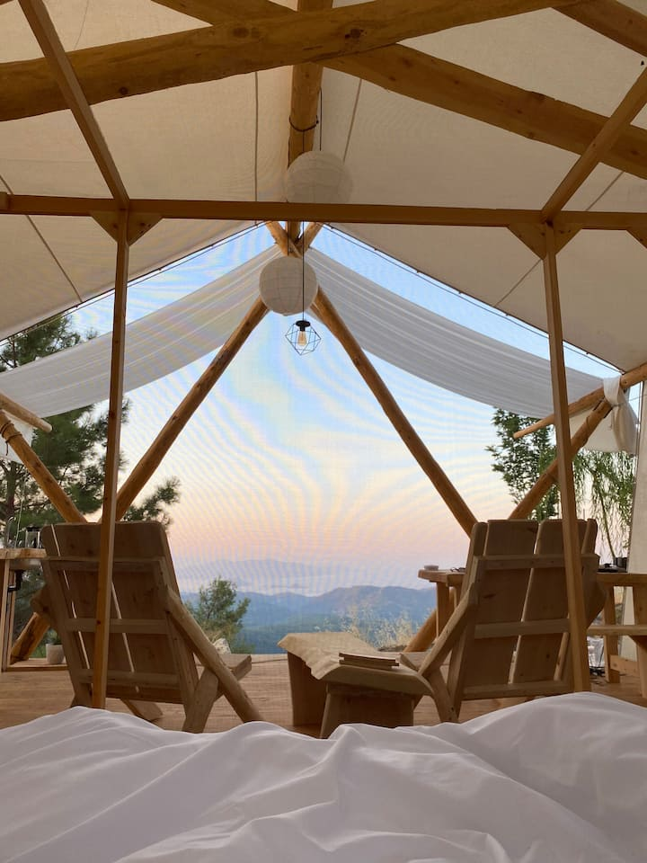 Glamping Experience with a Stunning View