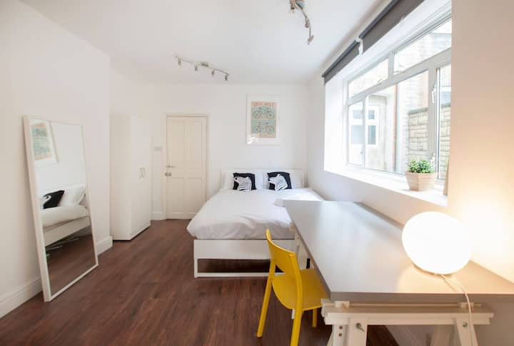 Studio in Franciscan Road by The Perfect Host S2