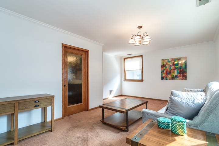 MTM FULLY FURNISHED Rental in Old Town - 1 Bedroom