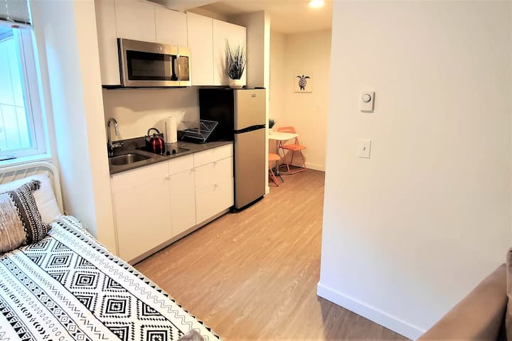 *NEW* Modern and Affordable Studio Apt in Cap Hill