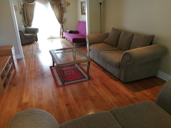 Entire house 3bedrooms 2.5bathrooms Young&King Rd