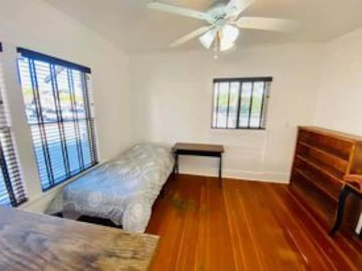 Private bedroom close to UA & Downtown- Guys House