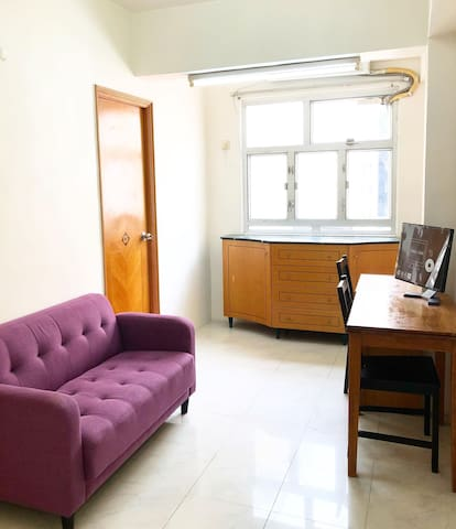 Cozy Wanchai Room/Apartment 30 seconds from MTR