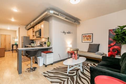 Cedar Rapids 1 Bedroom Contemporary Apartment