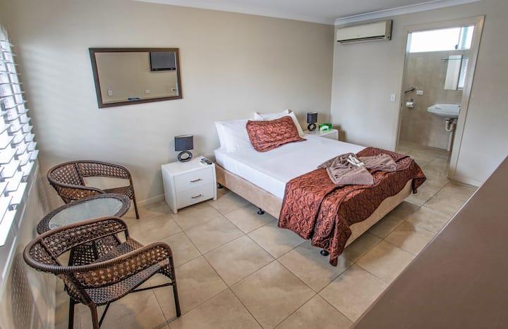 Queen Room at motel near Pacfair w/ free parking