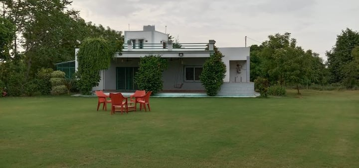 Foliage Farms Moksi- 2 hours from Statue of Unity!