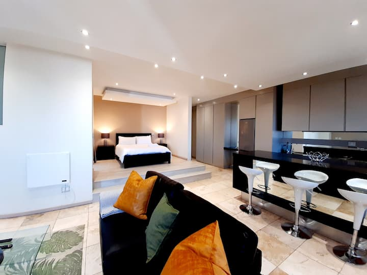 1604: The Franklin Luxury Suites