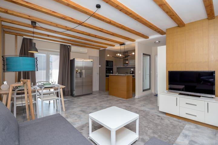 Apartment Tinkara: Modern Retreat In Izola