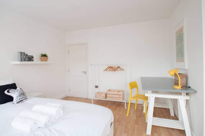 272 Wimbledon South Rooms by EveryWhere to Sleep London R6