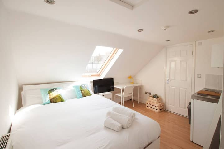Studio in Franciscan road by The Perfect Host S7