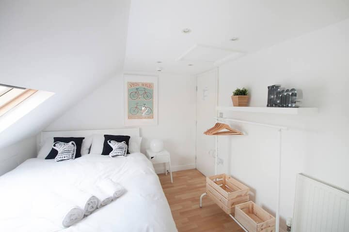 272 Wimbledon South Rooms by EveryWhere to Sleep London R9