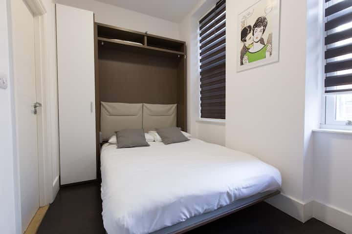 Charlotte Rooms by DC London Rooms R3