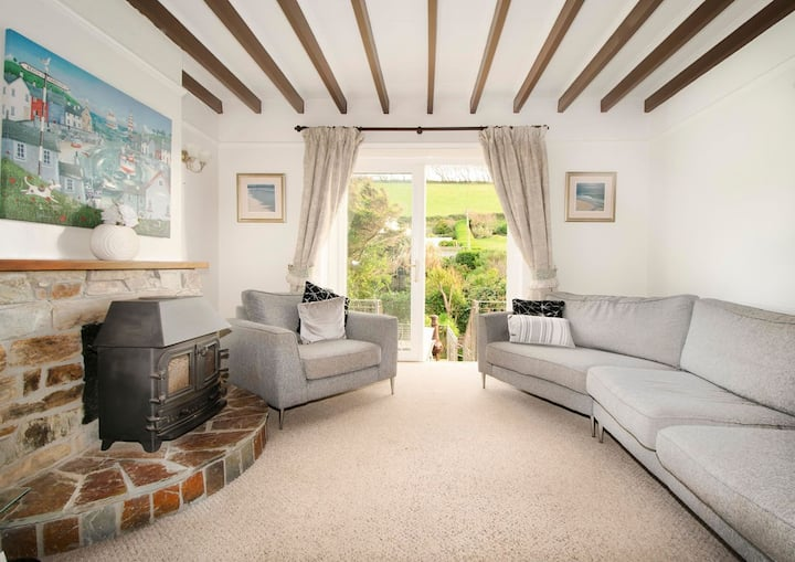 3 Bedroom house 150m from Beach (Sleeps 6)