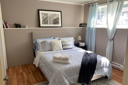 Queen size Bedroom /chambre double a Dieppe