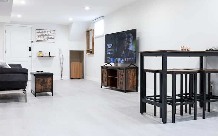 New Upscale 2BR Apartment (NYC, EWR, Path)