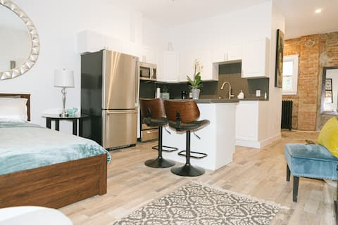 Cozy + New Bachelor in the Heart of Toronto