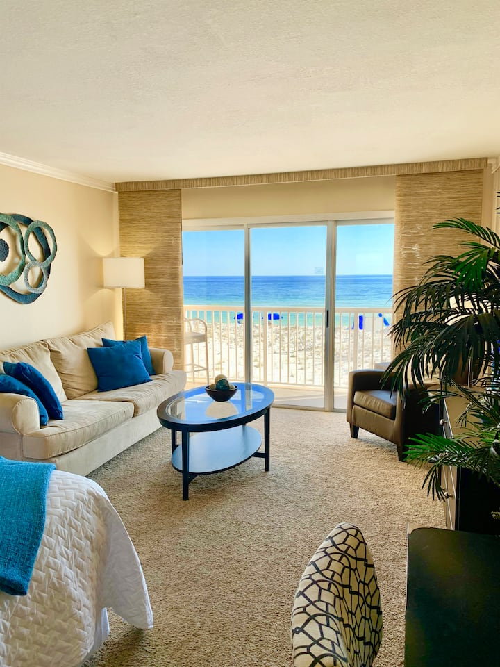 Direct Beach Views-Seconds to Sand-Pool-Parking