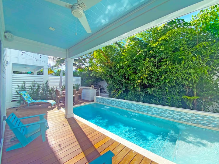 3 bedroom new unit at Coral Cove w/ pool, dockage!