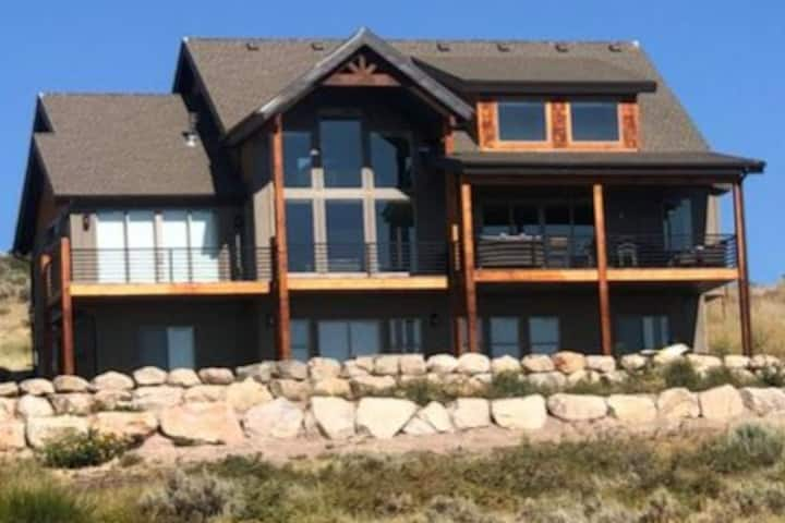 Bearadise! Luxury Cabin -Sleeps 40 w/ 3 king beds