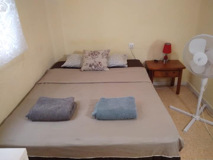 CHEAP ROOM near Oceanografic & BEACH
