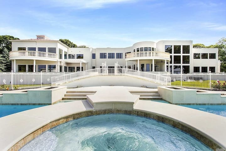 8BR Extravagant Beach Estate-Helipad, In/Out Pool