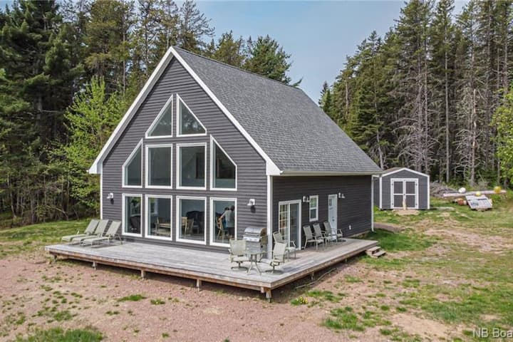 Luxury Cottage on the water in Chipman