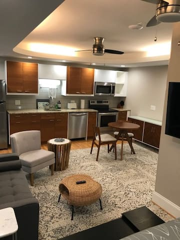 This contemporary studio apartment features a full stainless steel kitchen, excellent lighting, ceiling fans, air conditioning, in-floor radiant heat, privacy just 15 minutes from downtown and 10 minutes from both 490 and 590 entrances.  Perfect