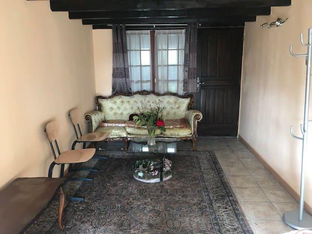 Studio a Louer dans une jolie maison avec jardin.