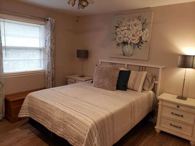 Queen bedroom near the guest bath with large night stands and lamps. Brand new comfy mattress. Each bedroom has a ceiling fan also.