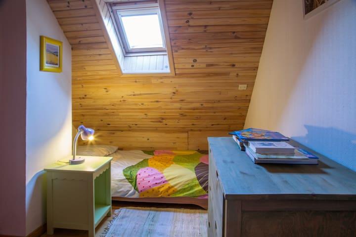 Chambre pour enfants avec 2 lits simples