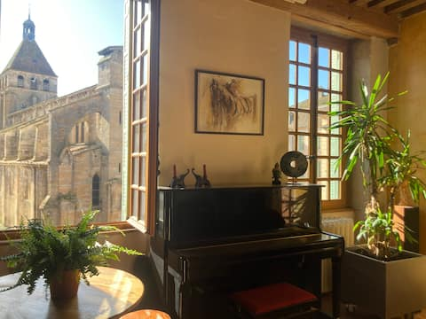 Appartement de caractère en plein coeur de Cluny