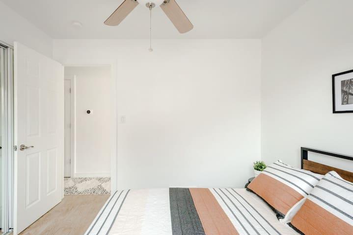 Cozy, clean, minimal bedroom