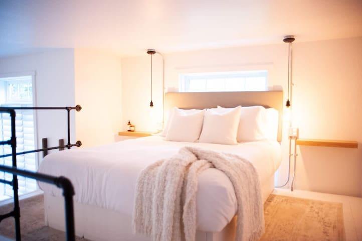 loft bedroom (queen)