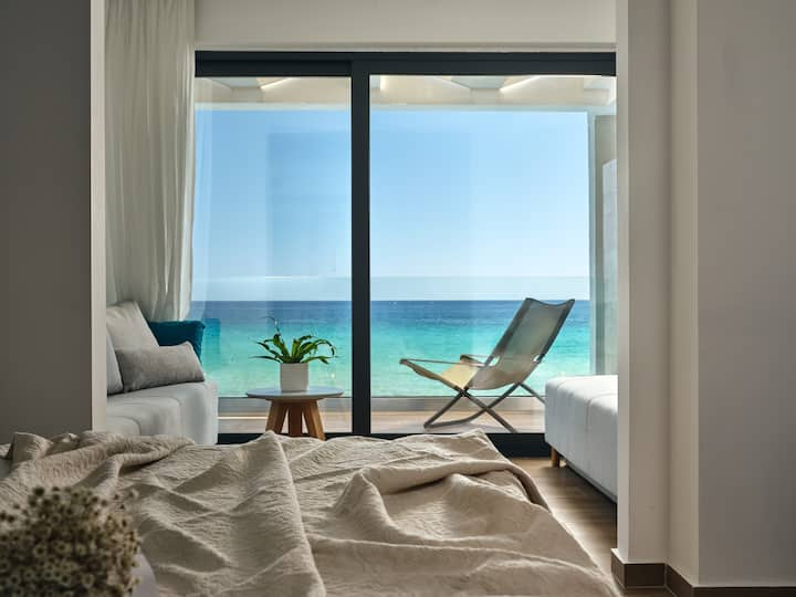 Seaside Suite with Panoramic Sea View
