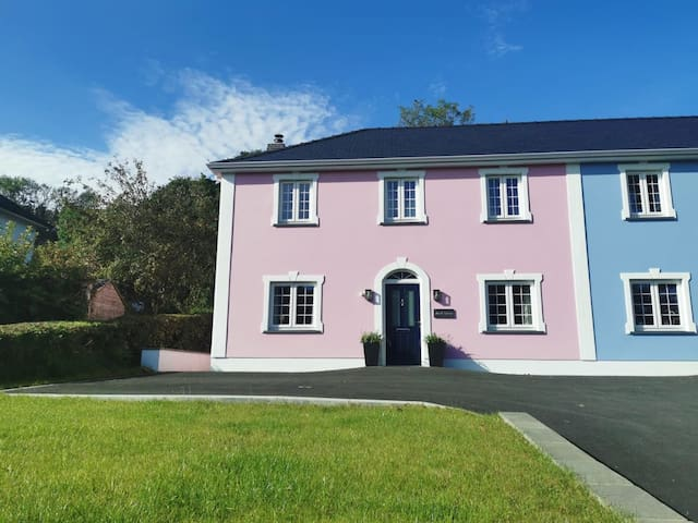Gorgeous Aberaeron Georgian style House with hotub