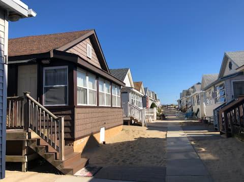 Cozy Beach Bungalow w/WiFi -- 40% off November!