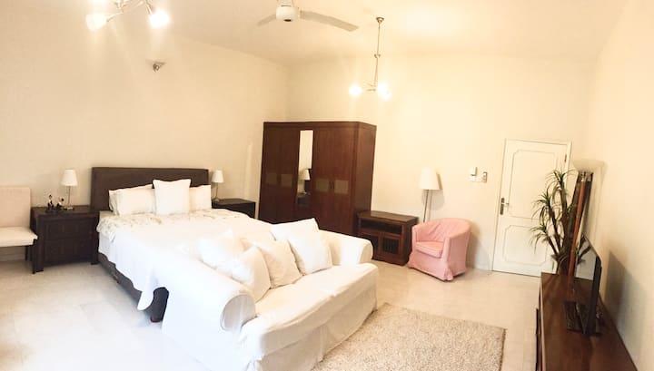 Chic Room near City Walk and Dubai Mall