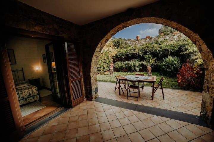 Pisciotta -Trilocale con giardino- 4 min dal mare