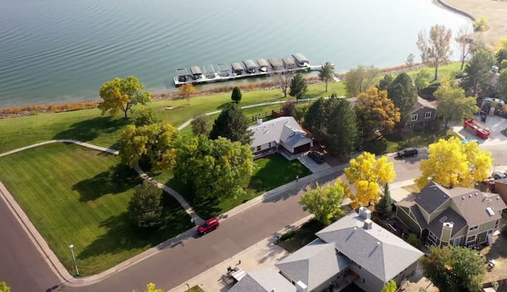 Lakefront Living, close to everything near Denver!