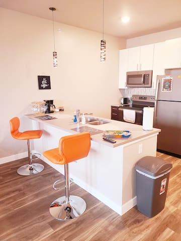Third Floor Sanctuary- Queen Suite w/ View (327)