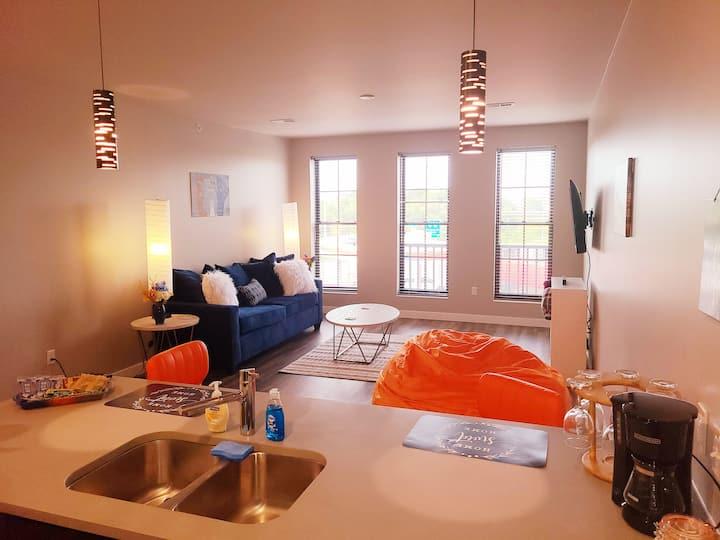 Second Floor Corner Suite- Queen w/ View (230)