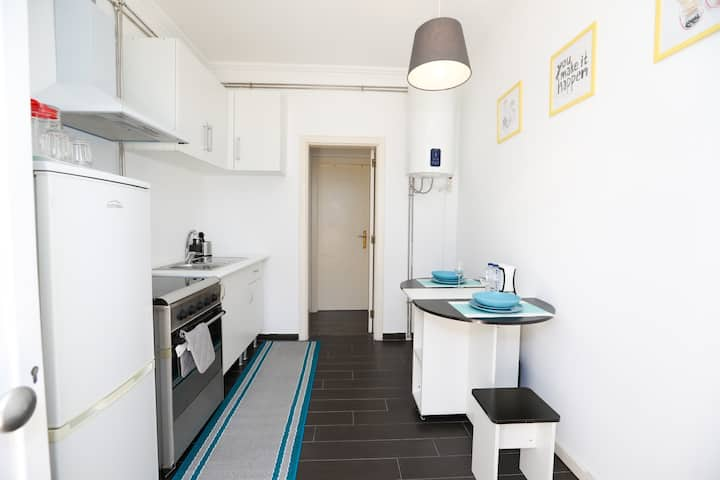 Cozy house-B private entrance and kitchen bathroom