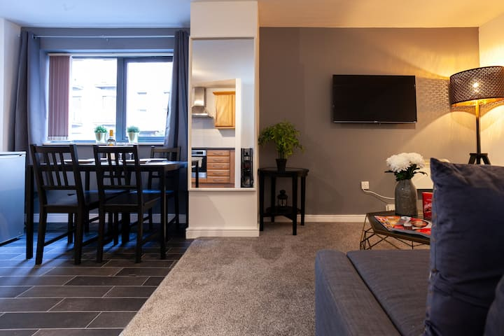 Large & Modern 4 Bed city centre apartment