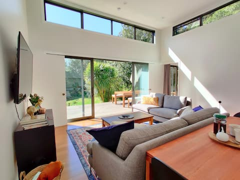 Kia Noho - tranquil, modern cottage in native bush