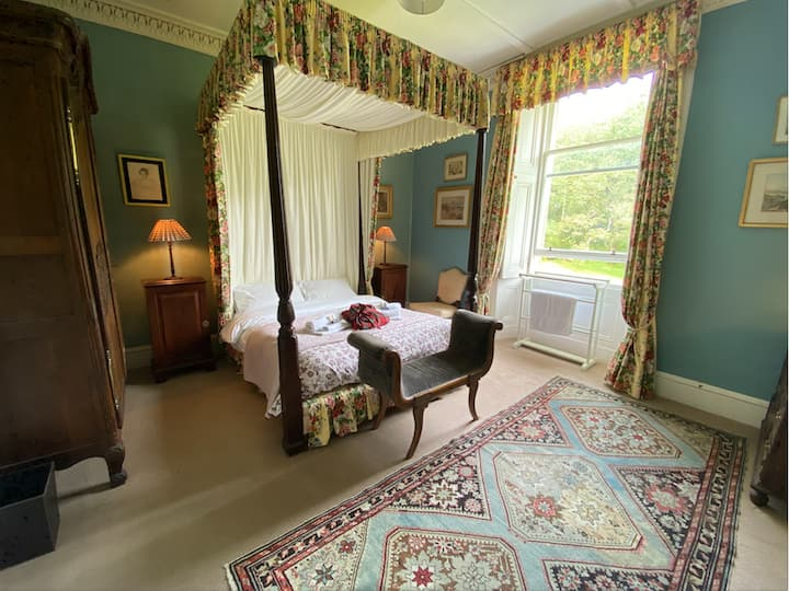 Double room in 18th Century secluded Scottish home