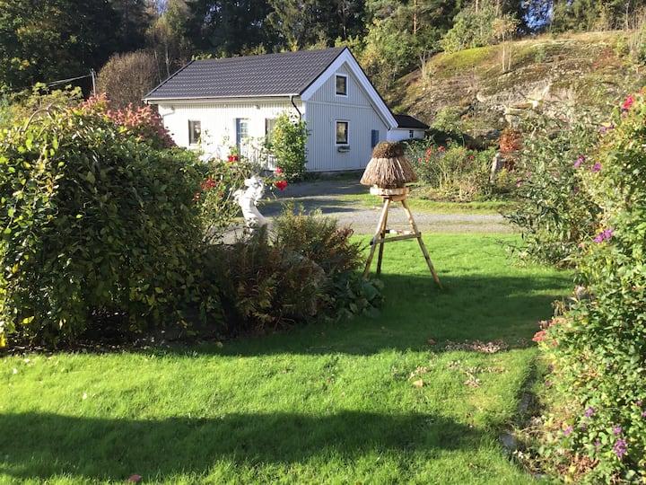 Lantligt beläget hus nära Göteborg och Lerum