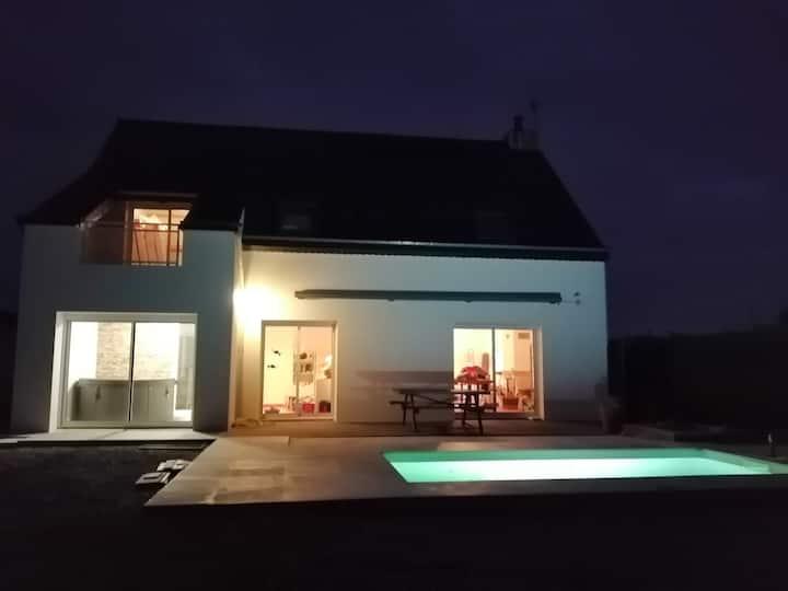Villa bord de mer avec piscine, jacuzzi intérieur